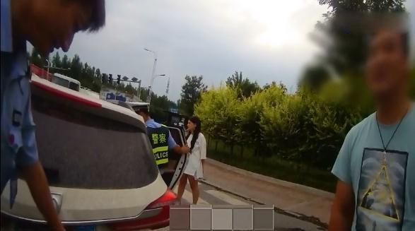 """邯郸:""""遮挡号牌""""被举报,车主居然说是风刮上去的!"""