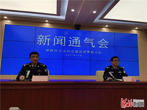 """河北邯鄲市交巡警開展農村地區""""雙違""""治理活動"""